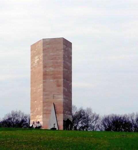 Ein fünfeckiger Turm als Kapelle!