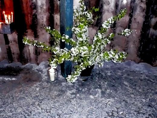 Blumen in der Kapelle auf dem Boden aus Blei-Zink!