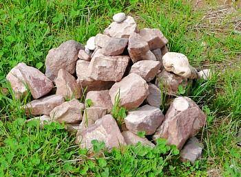 Steine aus der Schlucht, in welcher der Heilige als Einsiedler lebte!