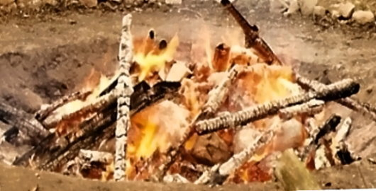Feuer für ein Reinigungs-Ritual der Sioux-Lakota!