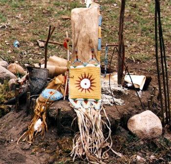 Die heiligen Gegenstände des Sioux-Medizinmannes Archie Fire Lame Deer!