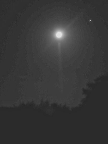 Mond mit Jupiter; im Sanskrit heißt der Jupiter Guru, was soviel wie Lehrer oder Lehrmeister bedeutet.