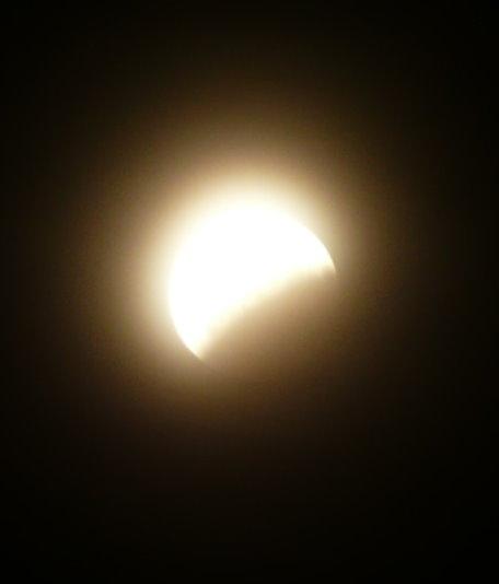 Partielle Mondfinsternis am 17.08.08 um Null Uhr Zehn, 1 Std nach maximaler Bedeckung durch den Erdschatten!