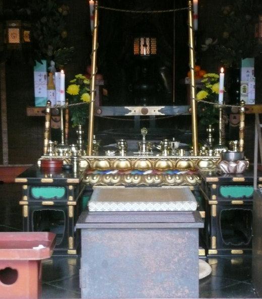 Blick in den Haupttempel auf dem Kurama-Yama