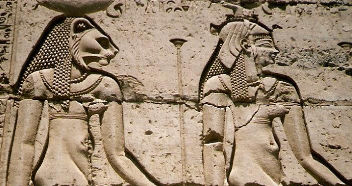 Die löwenköpfige Sachmet und die Geier-Göttin Mut!