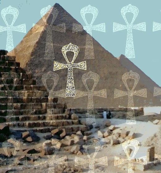 Chephren-Pyramide mit Ankh-Kreuzen