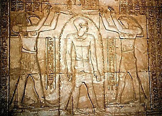 """Rituelle Reinigung des """"toten"""" Pharao durch den ibisköpfigen Thot und den falkenköpfigen Horus mit Hilfe von Wasser"""