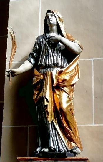 Statue der heiligen Agatha, die 251 n.Chr. den Märtyrer-Tod starb, in der Klosterkirche Kamp