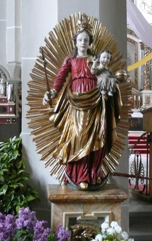 Madonna mit dem Strahlenkranz (Rokoko) und dem segnenden Jesuskind auf ihrem Arm als Königin der Welt in der Pfarrkirche des hl. Ägidius in Heiligenstadt.