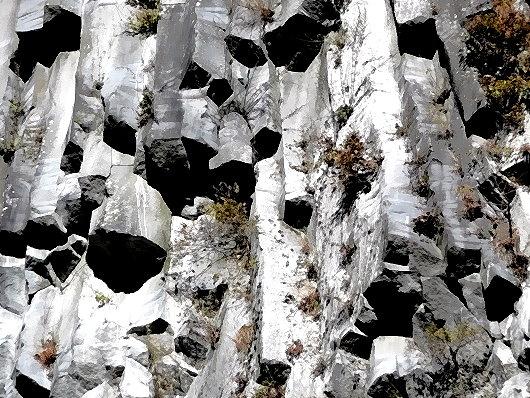 Basaltsäulen am Kegon-Wasserfall!