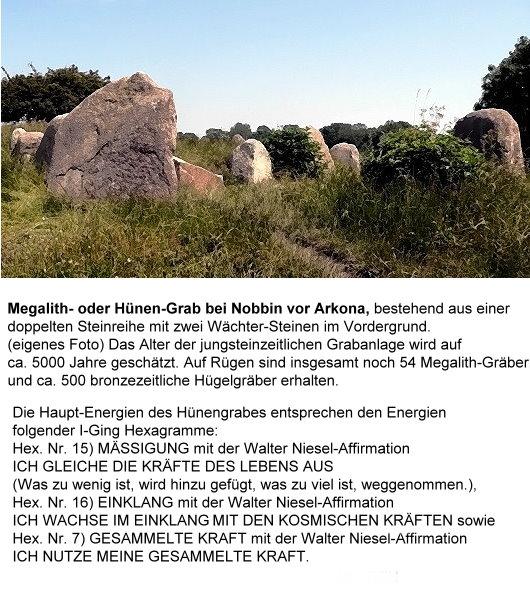 Megalith- oder Hünen-Grab bei Nobbin vor Arkona, bestehend aus einer doppelten Steinreihe mit zwei Wächter-Steinen im Vordergrund!