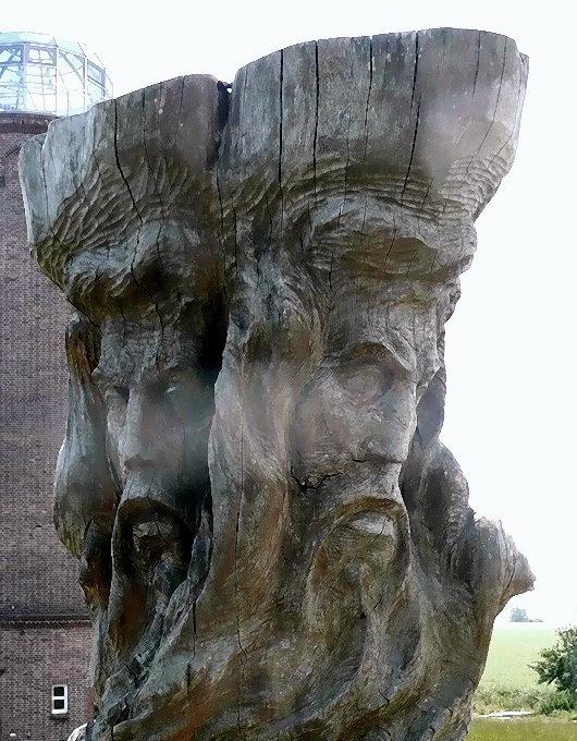 Die beiden der Sonne abgewandten Gesichter der Slaven-Gottheit Svantevit auf Kap Arkona, Rügen