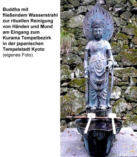 Fließendes Wasser aus der Hand eines Buddhas zur rituellen Reinigung von Händen und Mund vor dem Betreten eines heiligen Bezirkes!