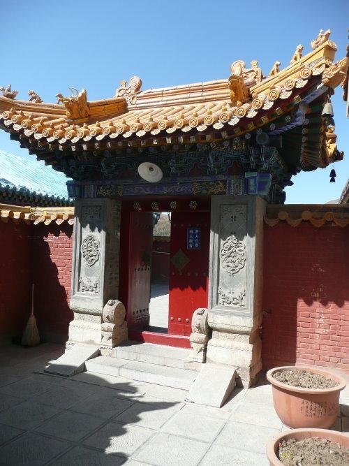 Tor im lamaistischen Tempel auf dem Bodhisattva Gipfel