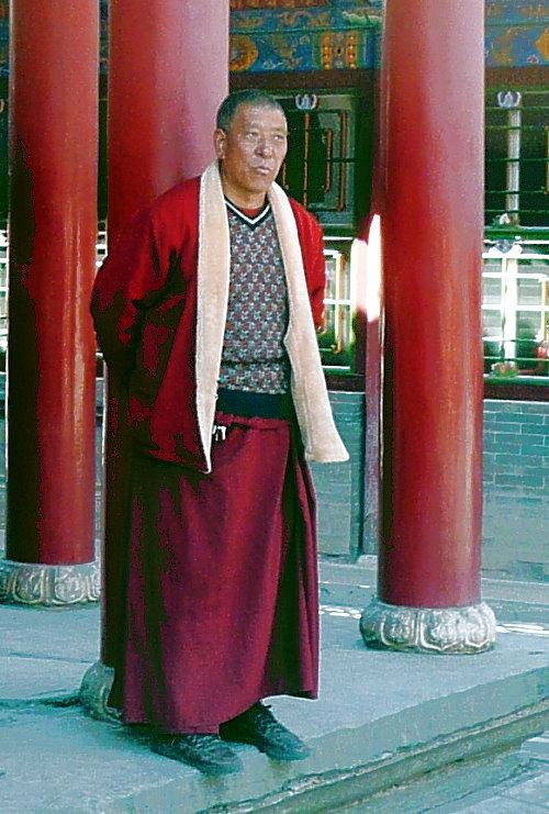 wutai-shan-lamaistischer-monch-nachdenkend.jpg