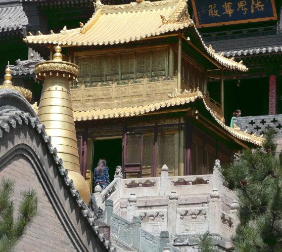 wutai-shan-zwei-bronze-pagoden-und-eine-aus-brenze-gefertigte-halle-mit-dem-bild-des-manjushri-darin-anfang-des-17-jahrhundert.jpg