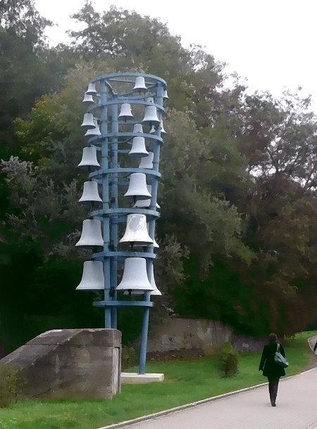 """""""Glockenturm"""" ca. 100 m von der Jahrhundert-Halle entfernt"""