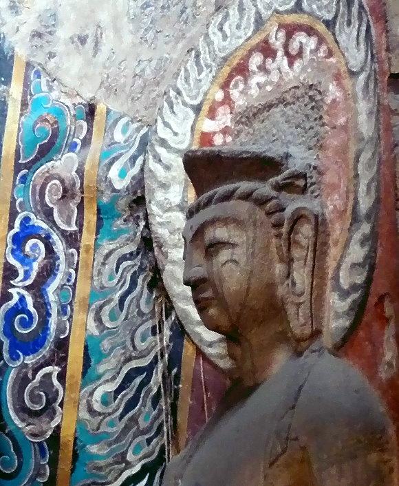 Buddha mit Heiligenschein aus den Yungang-Grotten bei Daton/China