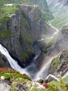 Wasserfall Vöringsfossen, 182 m  Fallhöhe, mit Wasser-Troll