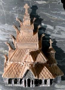 Stabkirche mit Dämonen