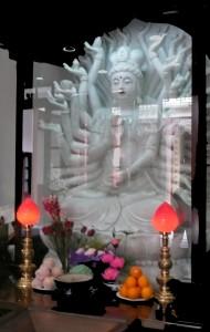 1000-armige Guanyin im Jade-Buddha-Tempel in Shanghai (eig. Foto)